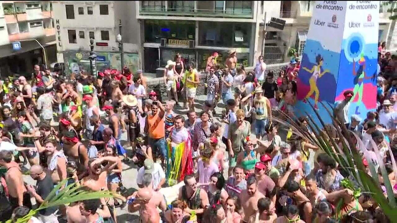 d4c126dddaa28 Bloco  Explode Coração  homenageia a cantora Maria Bethânia em São Paulo