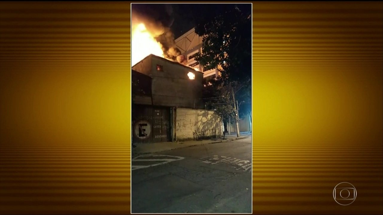 Incêndio atinge loja de fantasias na zona oeste de São Paulo
