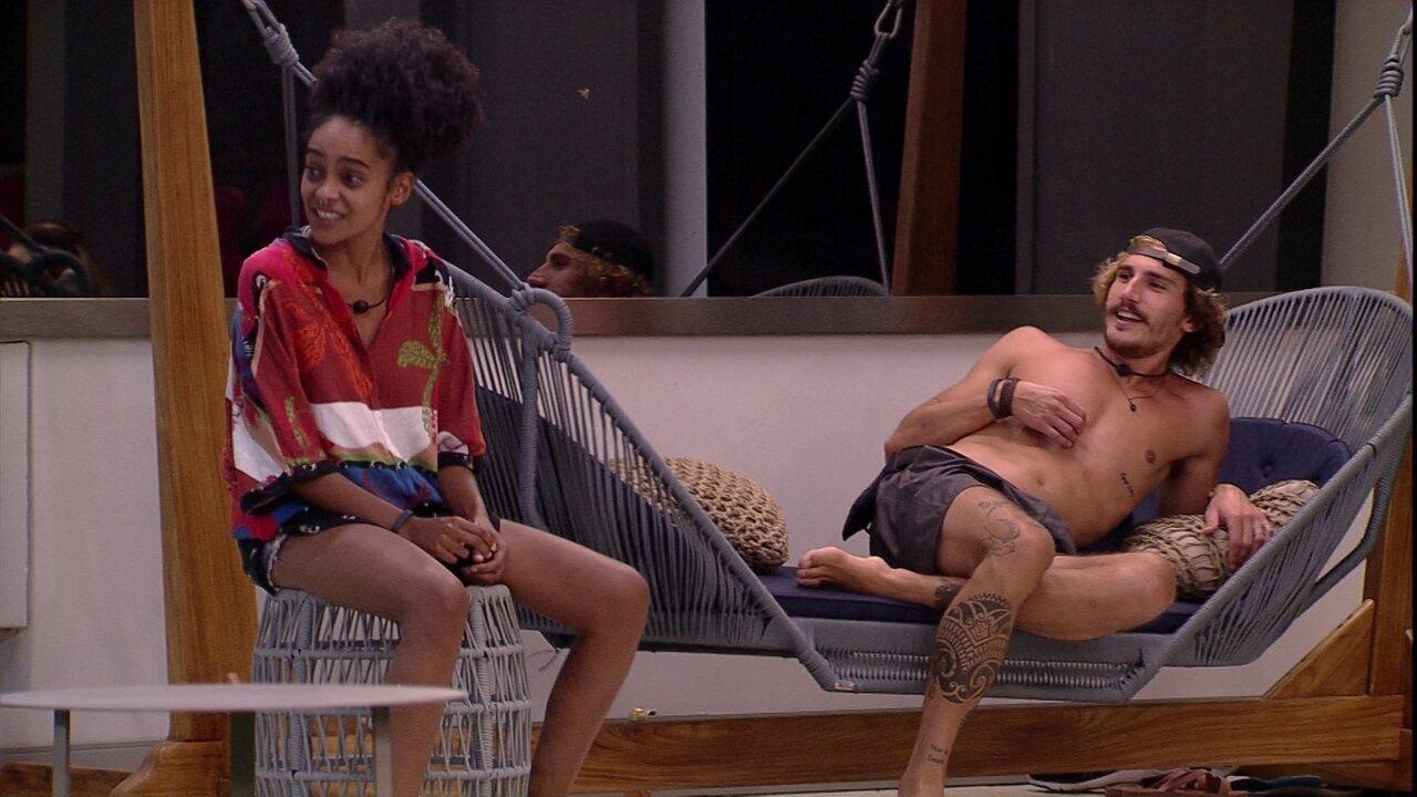 Rízia e Gabriela chamam Alan para cantar e brother diz: 'Estou tímido'