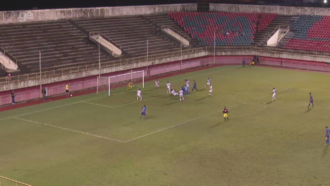 Atacante cabeceia e goleiro do Rio Branco-AC faz grande defesa em clássico com Plácido