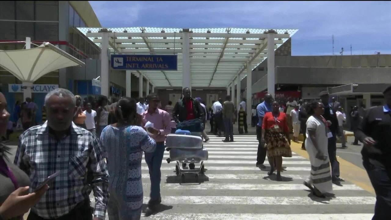Avião com 157 pessoas cai após decolagem na Etiópia