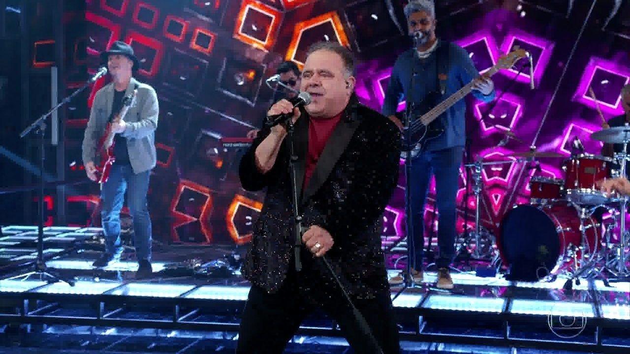 Léo Jaime canta 'Conquistador Barato'
