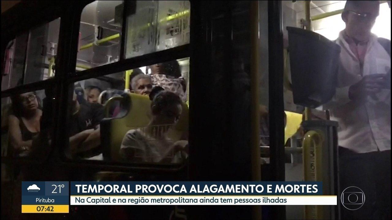 Passageiros ficam presos em ônibus no ABC