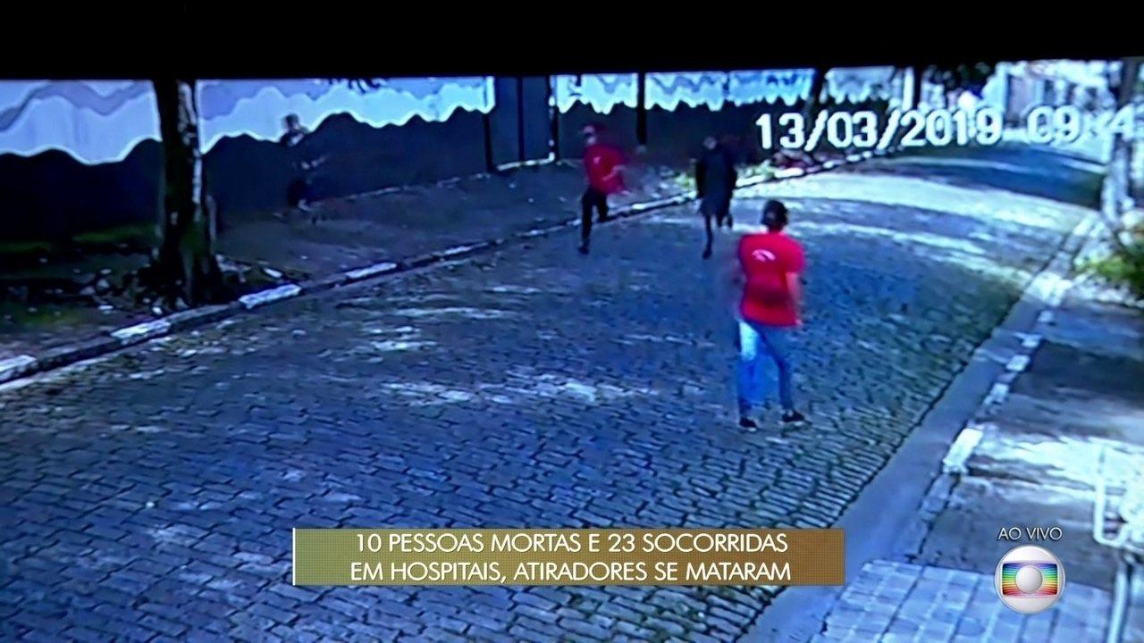 Imagens mostram alunos pulando muro e fugindo após tiros em escola de Suzano