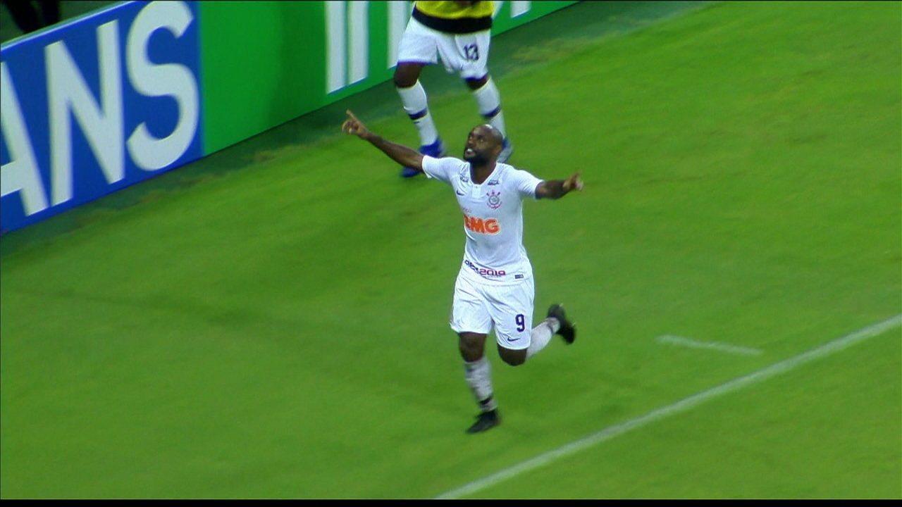 490b957df4511 Gol! Sornoza deu belo passe para Love marcar o segundo do Corinthians