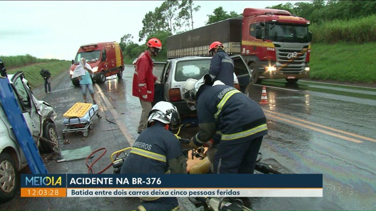 Cinco pessoas ficaram feridas em um acidente na BR-376