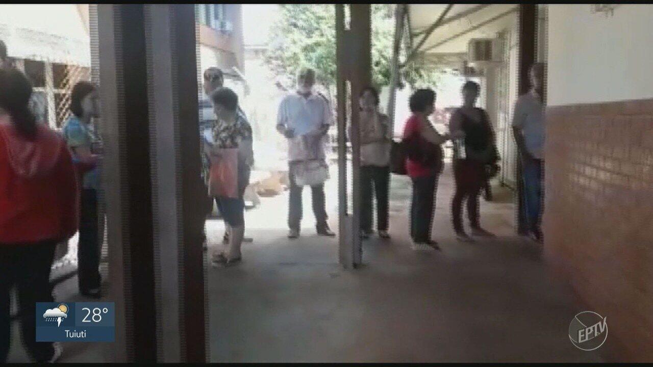 Pacientes formam fila na farmácia de alto custo da Unicamp