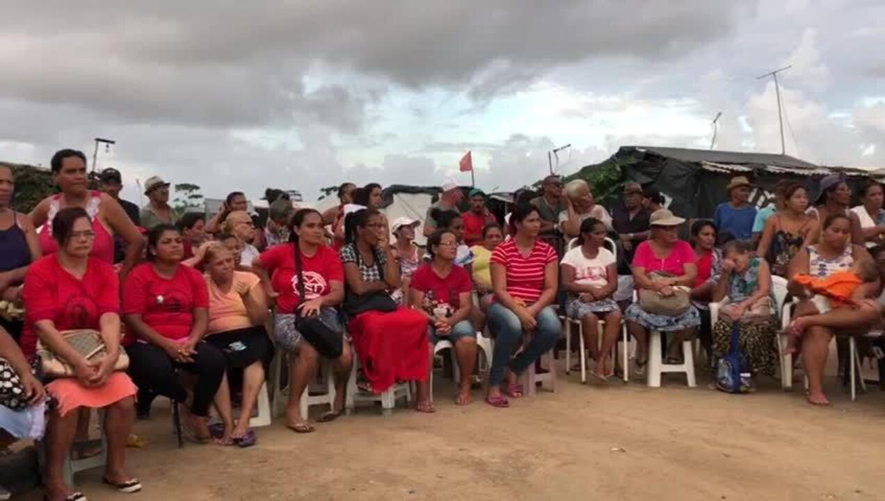 Cerca de 150 pessoas fazem homenagem à vereadora Marielle Franco, em Maceió