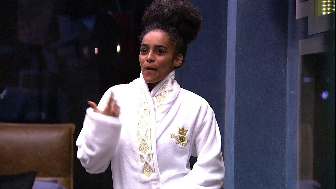 No Quarto do Líder, Danrley fala para Gabriela: 'Adorava botar o roupão e ficar aqui'
