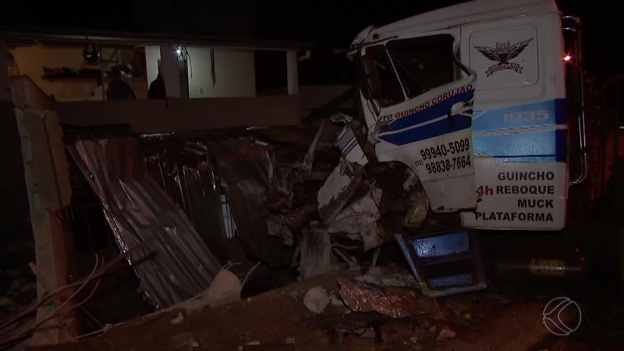 Caminhão perde o freio e bate em veículo no Bairro Borboleta em Juiz de Fora
