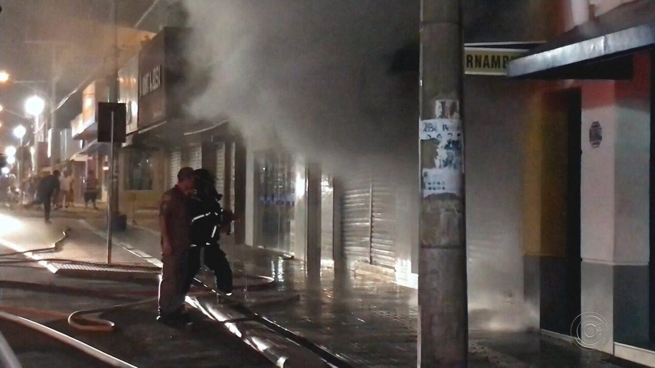 Incêndio em loja assusta moradores de Pereira Barreto