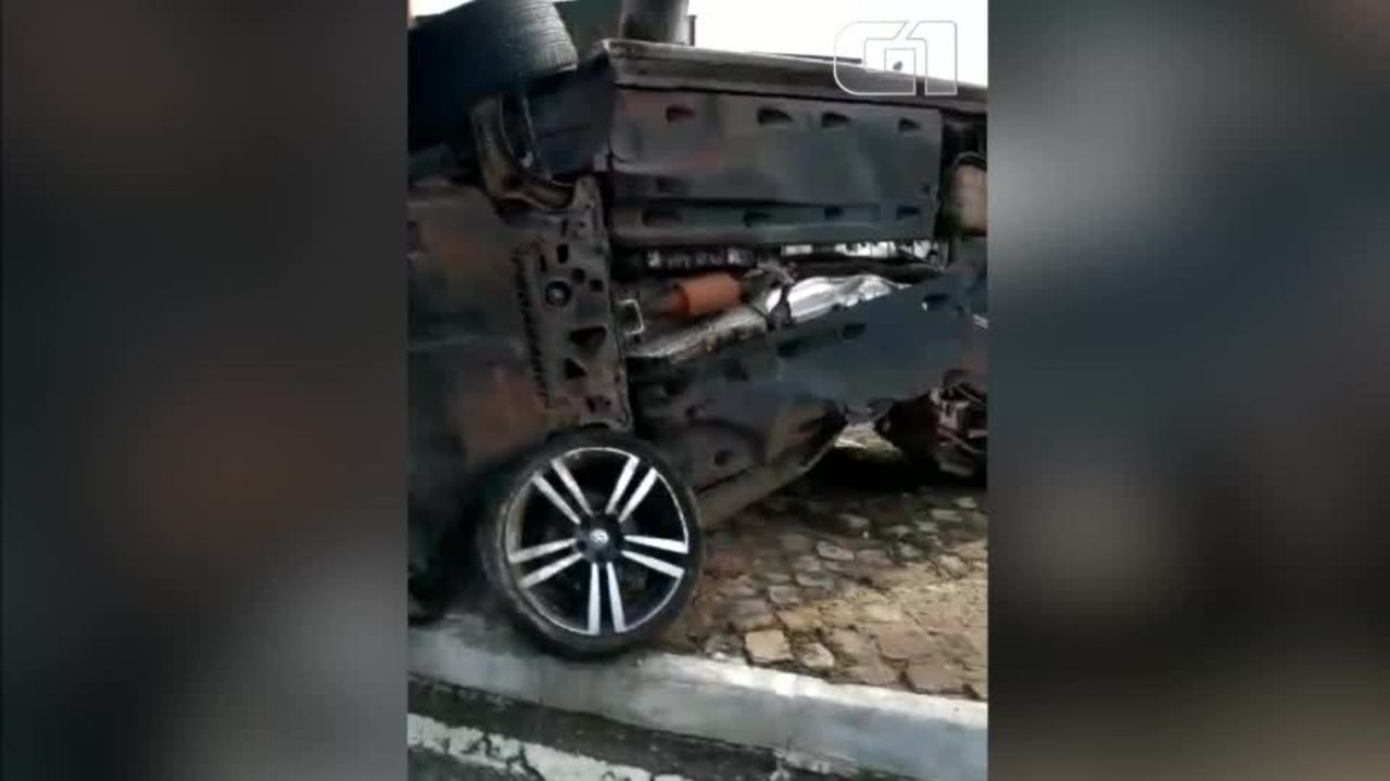 Motorista colide contra poste na Avenida Raul Lopes, em Zona Leste de Teresina