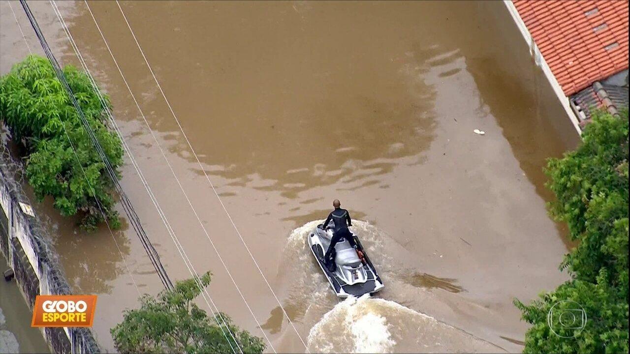 Surfista resgatou mais de 50 pessoas de enchente