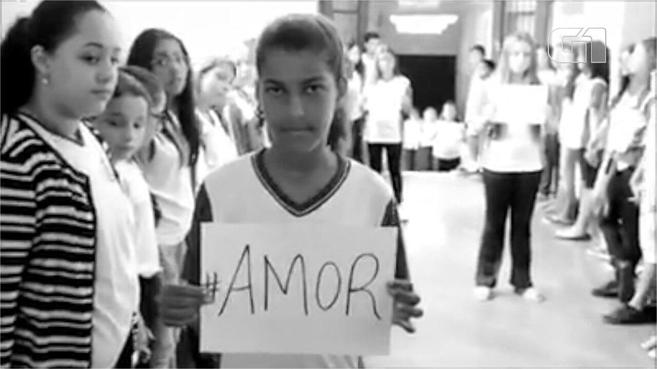 Resultado de imagem para Alunos de escola pública gravam vídeo em homenagem às vítimas da tragédia de Suzano; veja