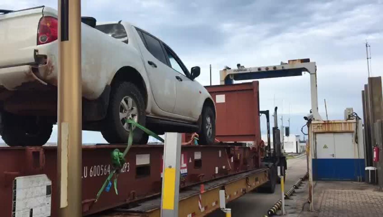 Scanner ajuda polícia a encontrar drogas escondidas no tanque de caminhonete, no Ceará