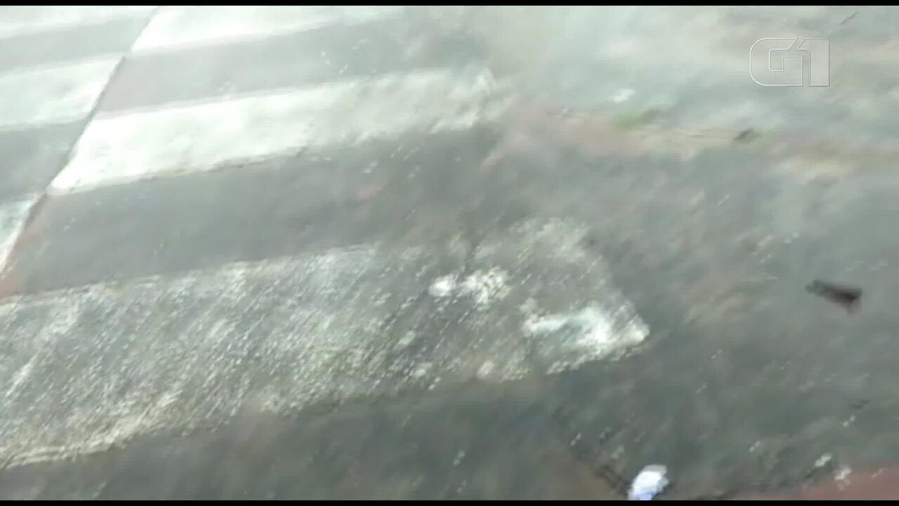 Moradores de Sobradinho, no Distrito Federal, registram chuva de granizo
