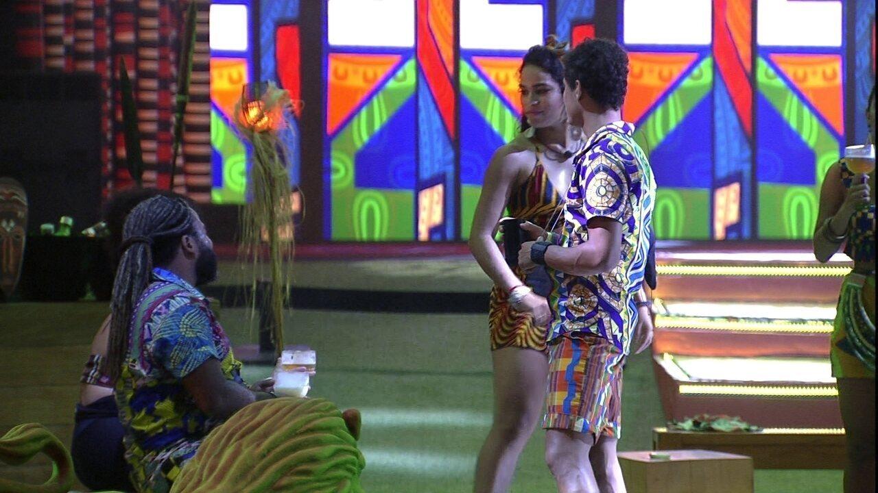 Elana declara sobre roupa de IZA: 'Mandar fazer um vestido daquele pra mim'