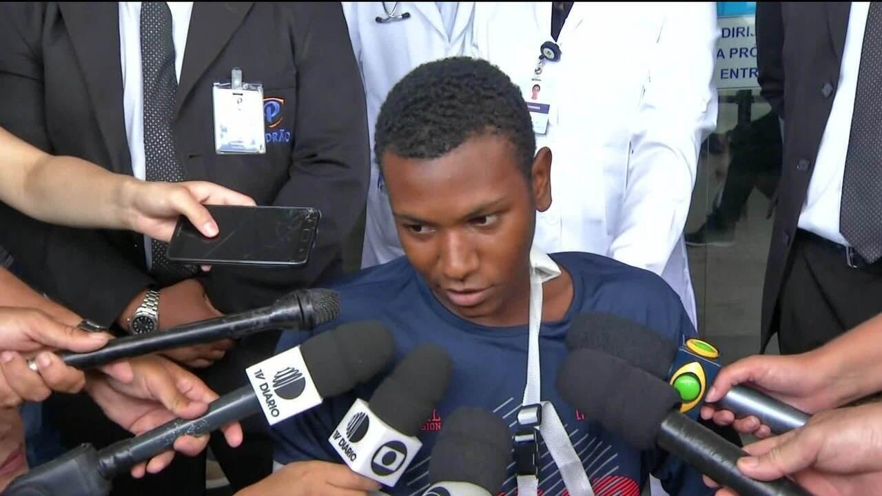 Sobrevivente de Suzano conta do desespero por não conseguir tirar a namorada da escola