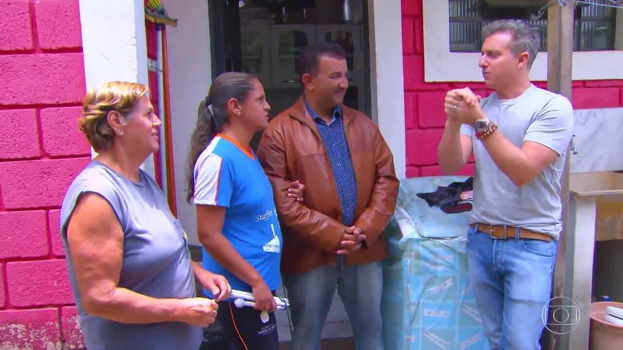 Sergio usa aplicativo que ajuda os deficientes visuais