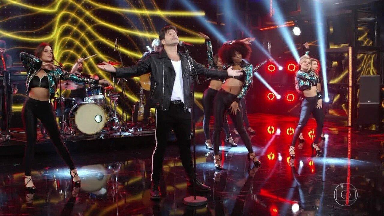 Paulo Ricardo canta seu novo hit 'Ela Chegou'