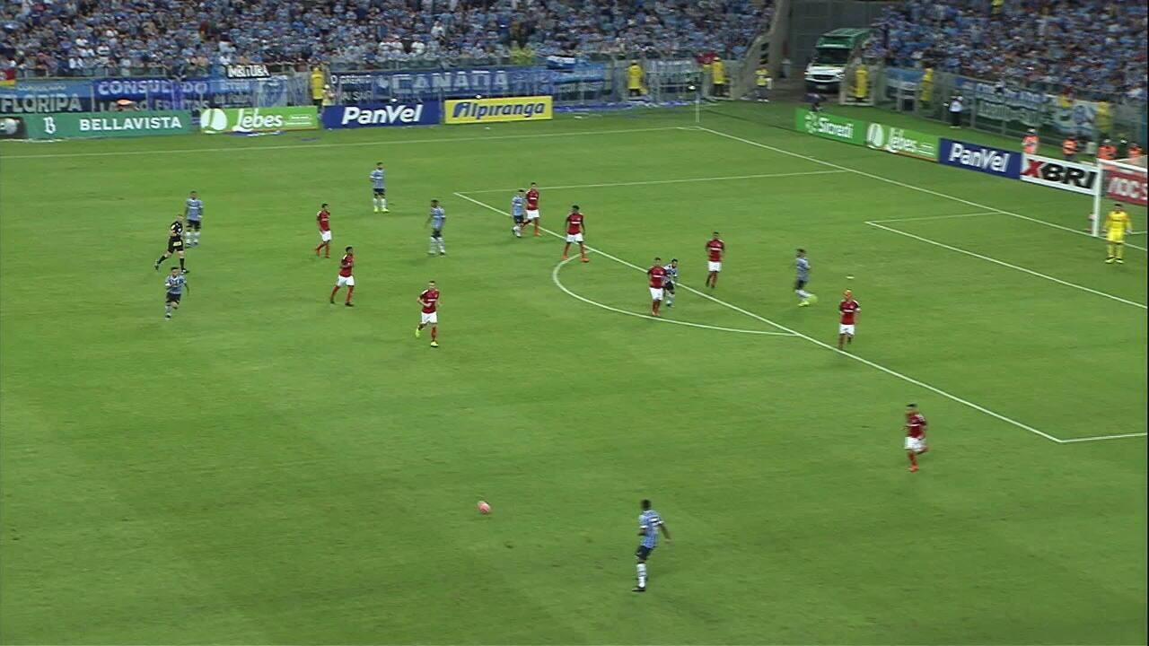 Reveja o gol de Leonardo no clássico Gre-Nal