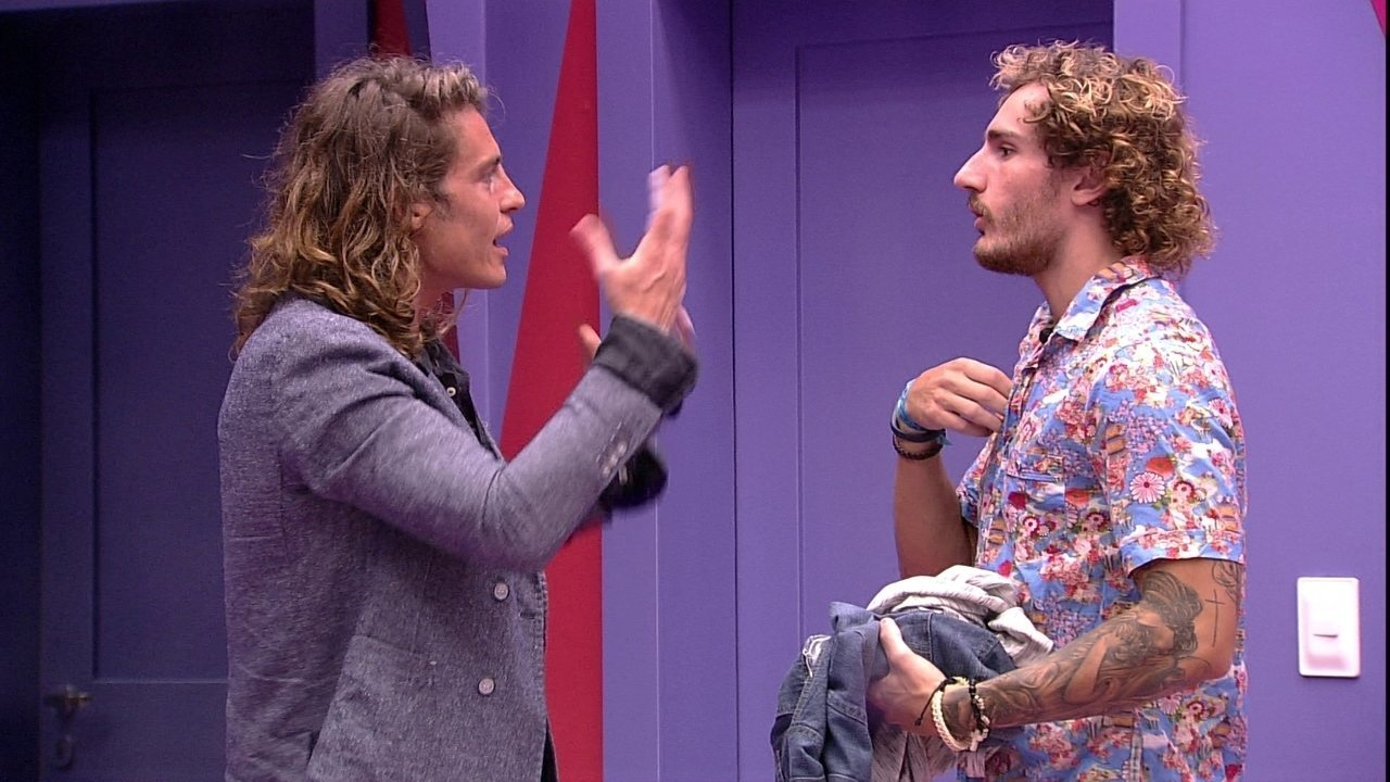 Alberto monta look para Alan, que brinca: 'Meu irmão italiano'