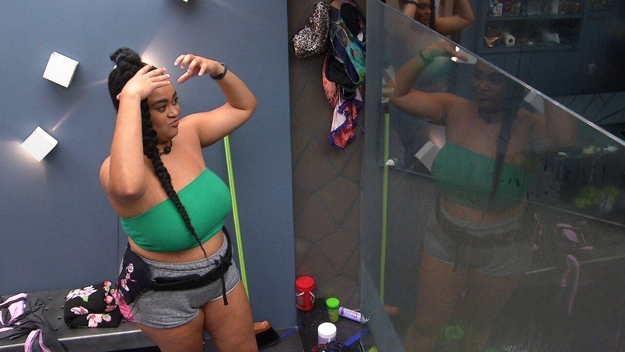 Rízia ensina Alberto a lavar o cabelo: 'Tem que fazer espuma'