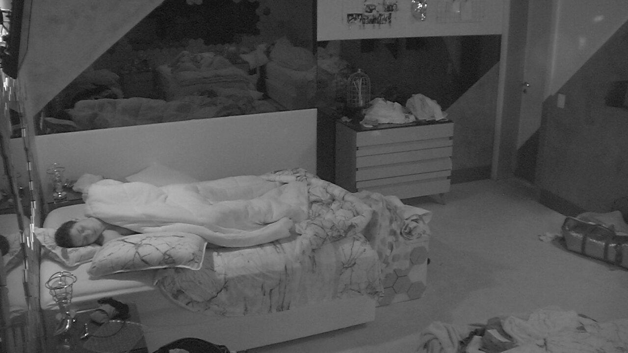 Em noite de Jogo da Discórdia, todos os confinados dormem na casa do BBB19