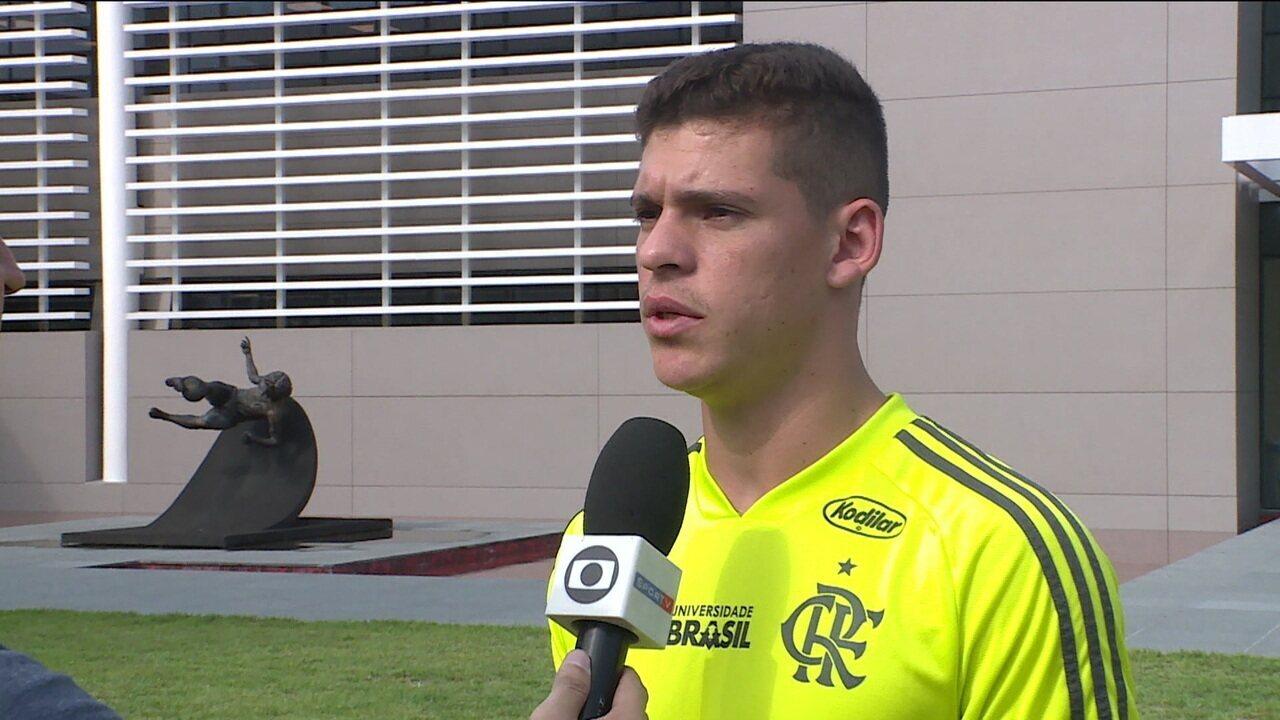Com chance de ser titular contra o Madureira, Ronaldo diz que Abel foi determinante para permanecer no Fla