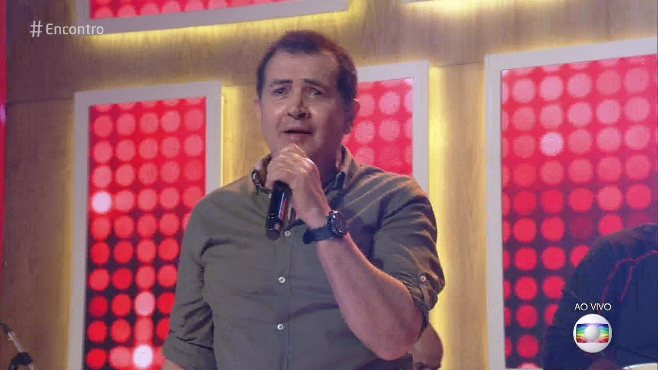 Beto Barbosa canta 'Dance e Balance com BB'