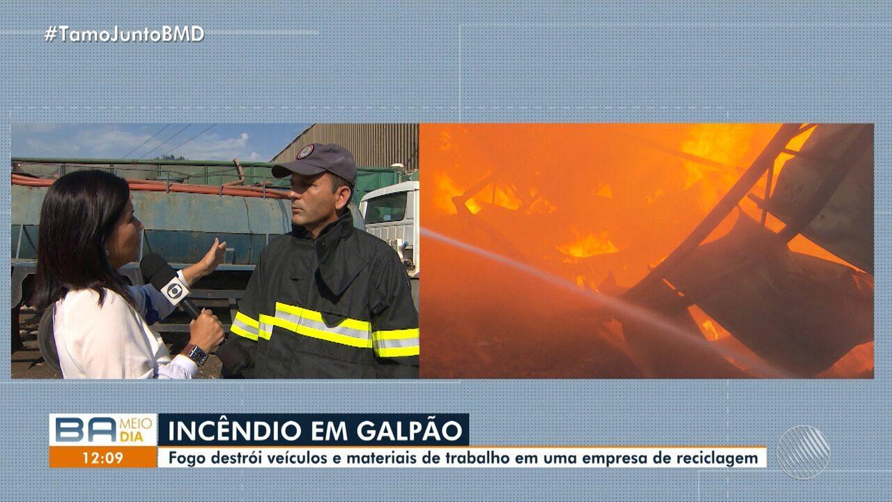 Incêndio em Águas Claras: fogo destrói veículos em uma empresa de reciclagem