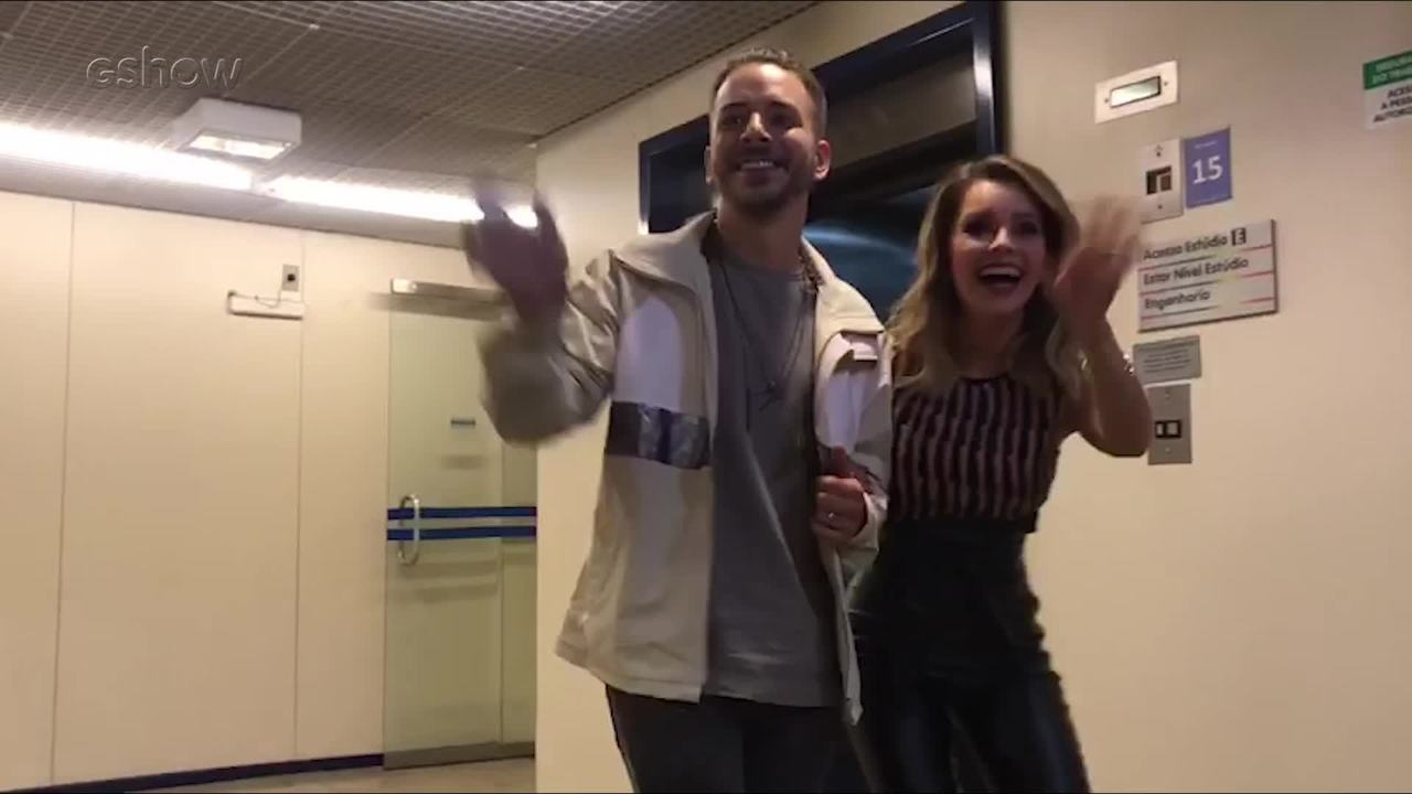 Sandy e Júnior se encaminham para o palco do 'Caldeirão'