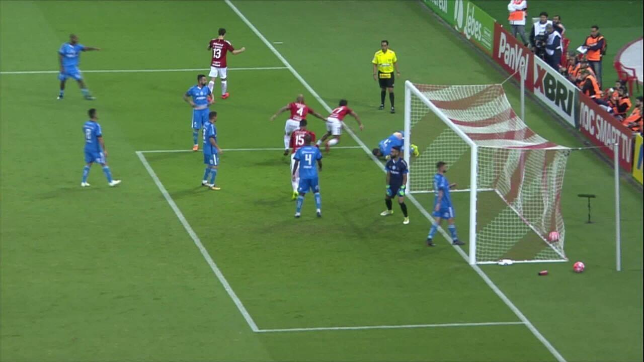 GOL DO INTER! No escanteio Rafael Sóbis, Guilherme Parede desvia para o gol, aos 6 do 2'T