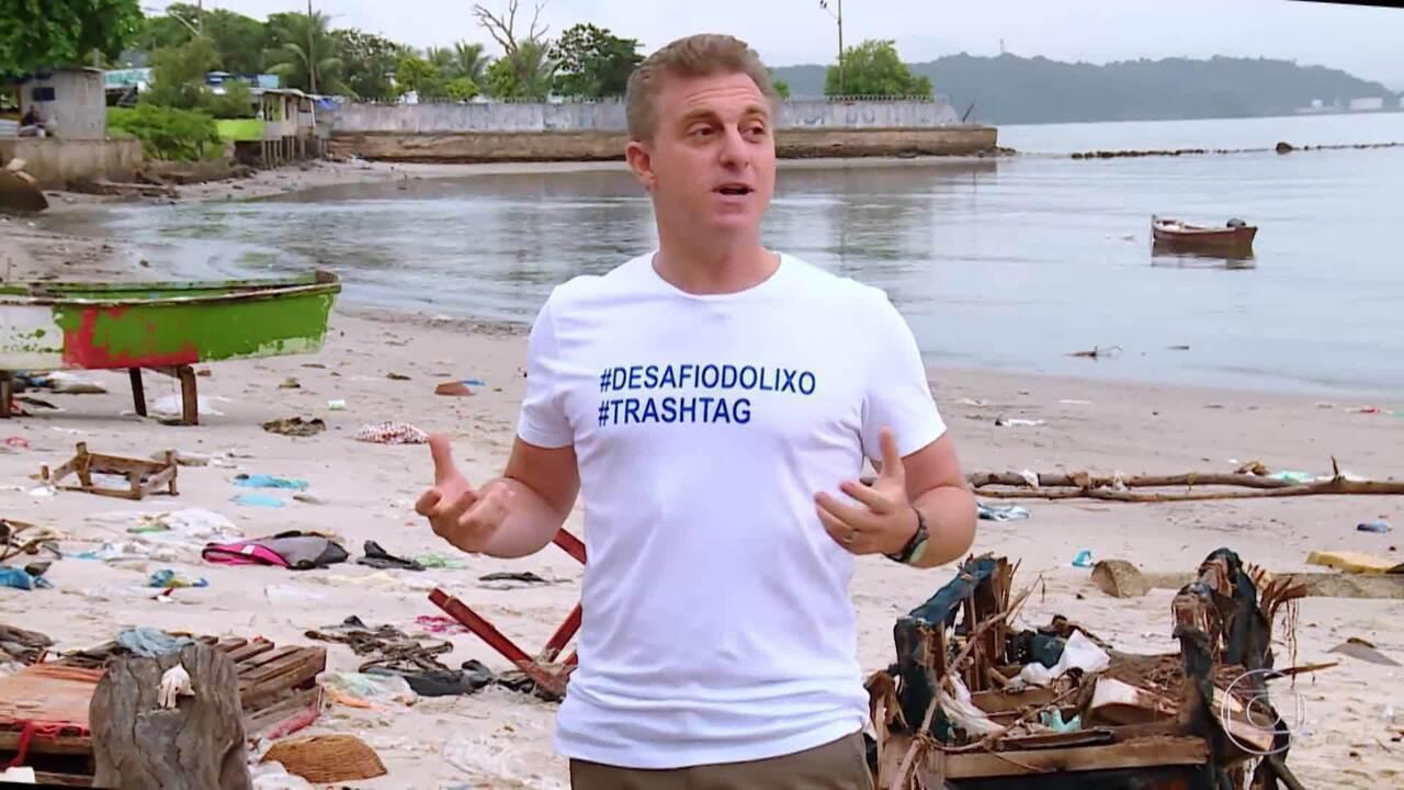 O Caldeirão participa do desafio do lixo e limpa praia da Baía de Guanabara