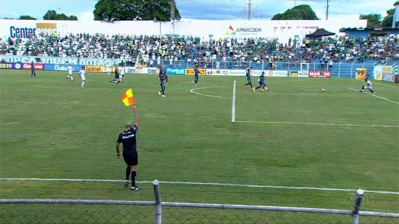 Goiás marca com Michael, mas gol é anulado
