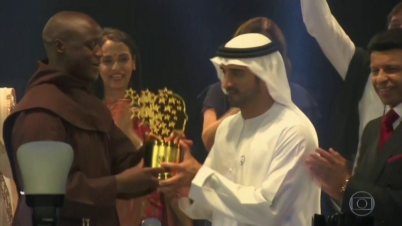 Professor queniano vence prêmio mais importante do mundo para os educadores