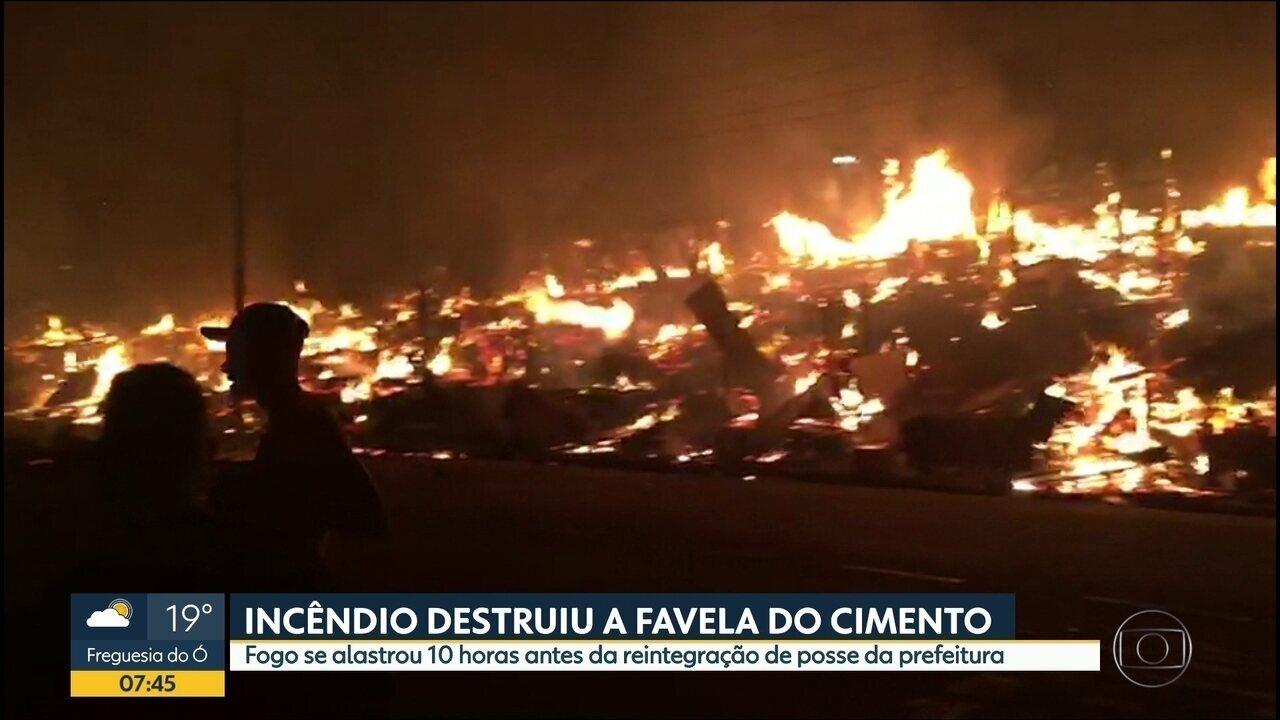 Incêndio destrói favela na Zona Leste de SP