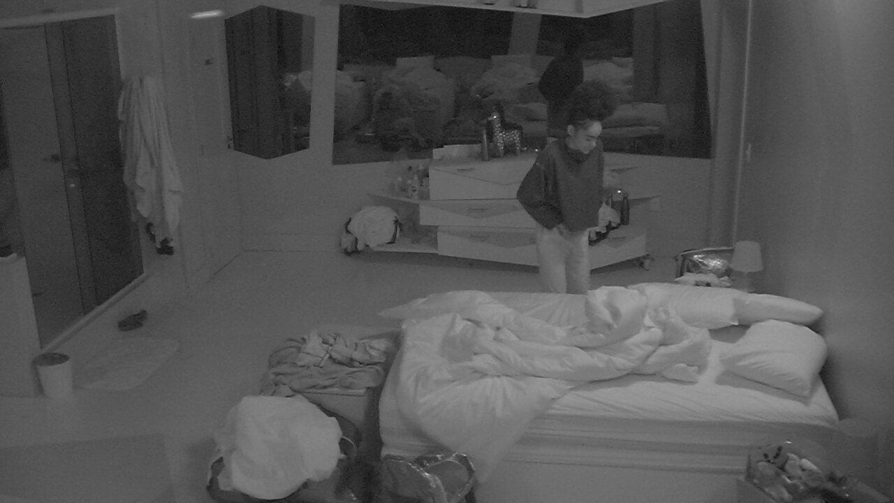 Gabriela se levanta e vai ao banheiro em manhã pós formação de Paredão