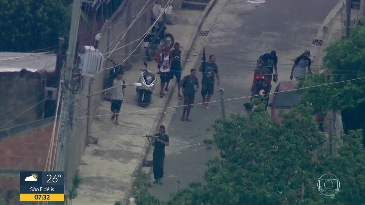 Bandidos com fuzis circulam no Complexo do Chapadão