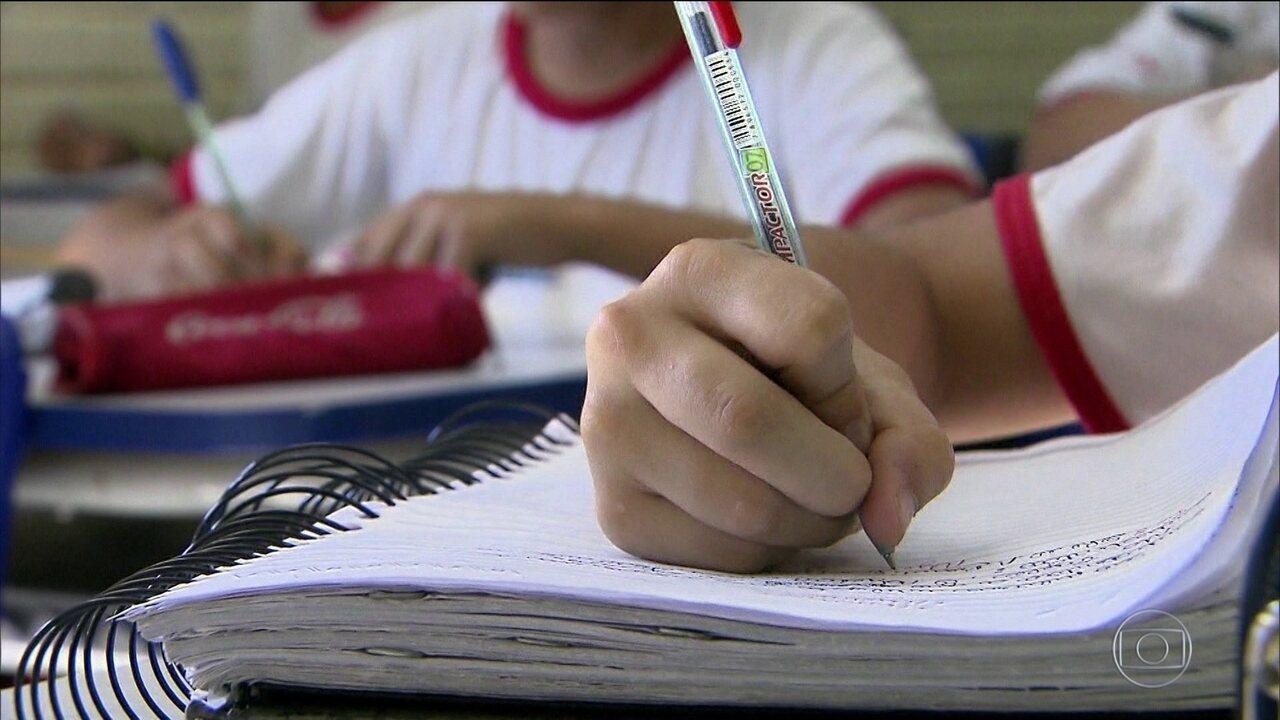MEC volta atrás em decisão de adiar avaliação da alfabetização