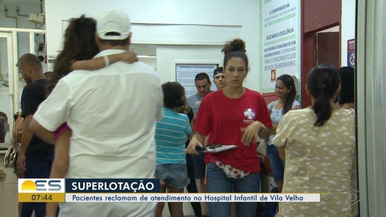 Crianças são atendidas nos corredores de Hospital Infantil lotado em Vila Velha, ES