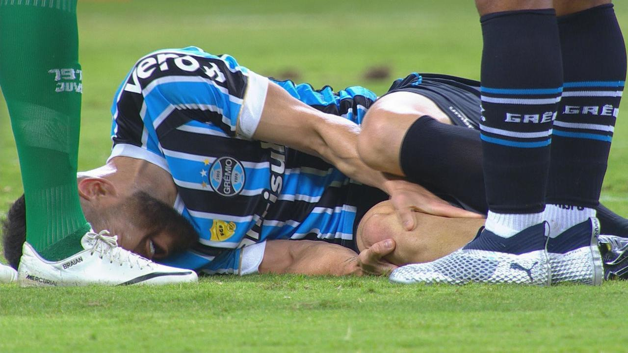 Marcelo Oliveira sente dores no joelho e é retirado da partida, aos 40 do 1'T