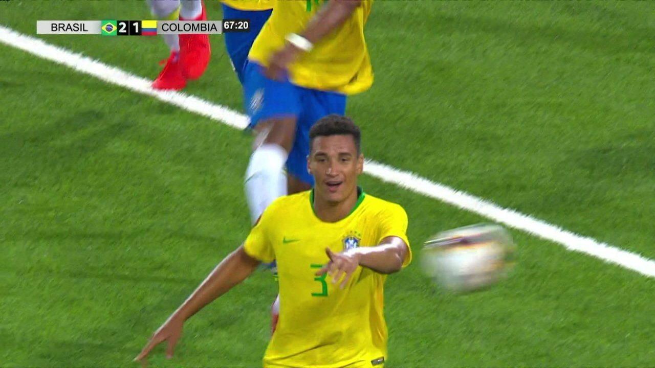 Gol do Brasil! Após córner, Veron desvia e Henri marca mais um, aos 22 do 2º tempo