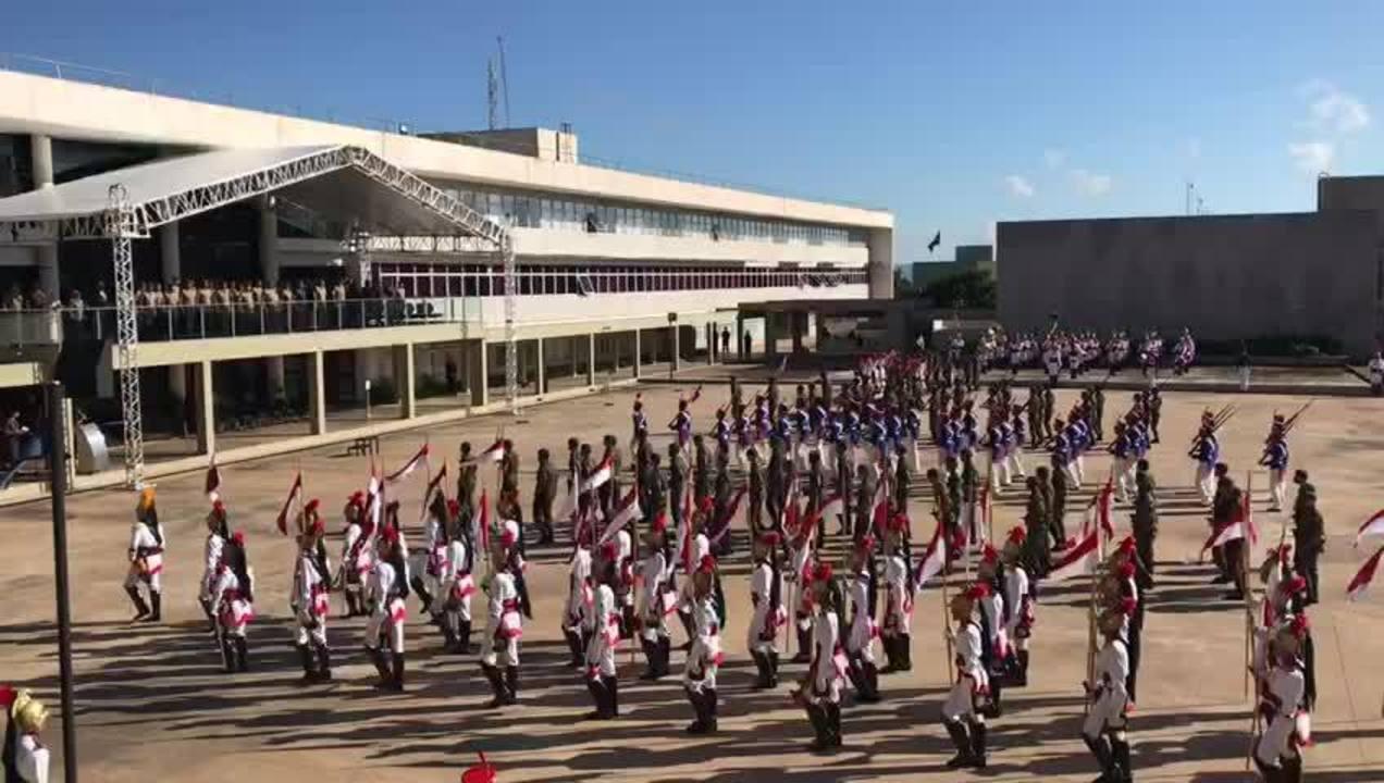 Solenidade no Comando Militar do Planalto, em Brasília, com desfile militar e alusão ao golpe de 64