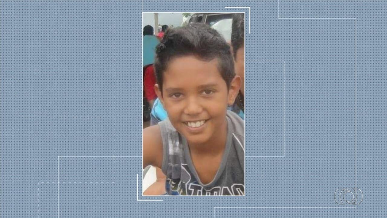 Morre criança que ficou presa em van, em Goiânia