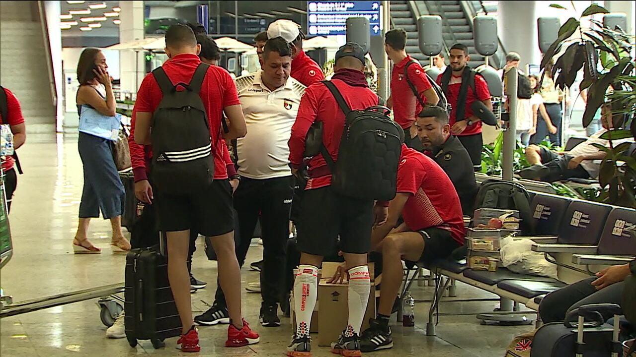 Crise na Venezuela atinge diretamente o futebol e delegação do Deportivo Lara, após jogo com o Cruzeiro, retorna ao seu país levando itens básicos