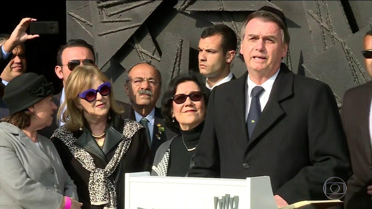Em viagem a Israel, Bolsonaro visita o memorial do Holocausto