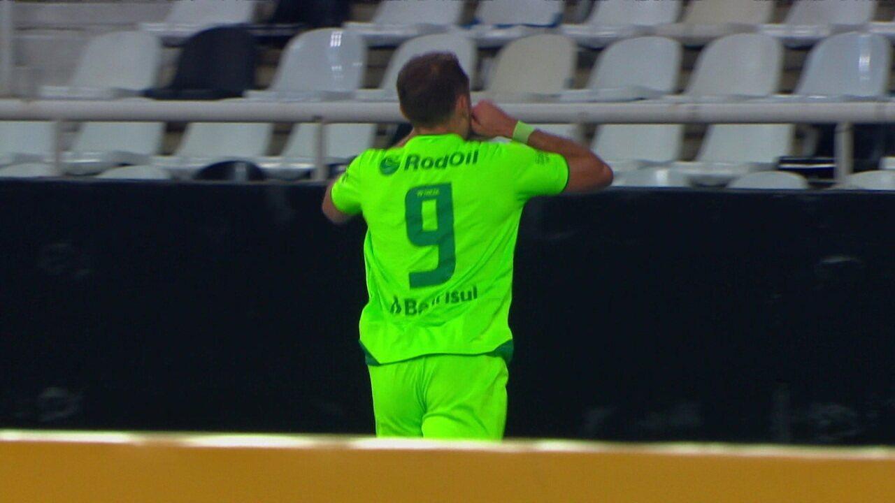 Gol do Juventude! Após escanteio, Paulo Sérgio completou no segundo pau e abriu o placar, aos 19' do 1T