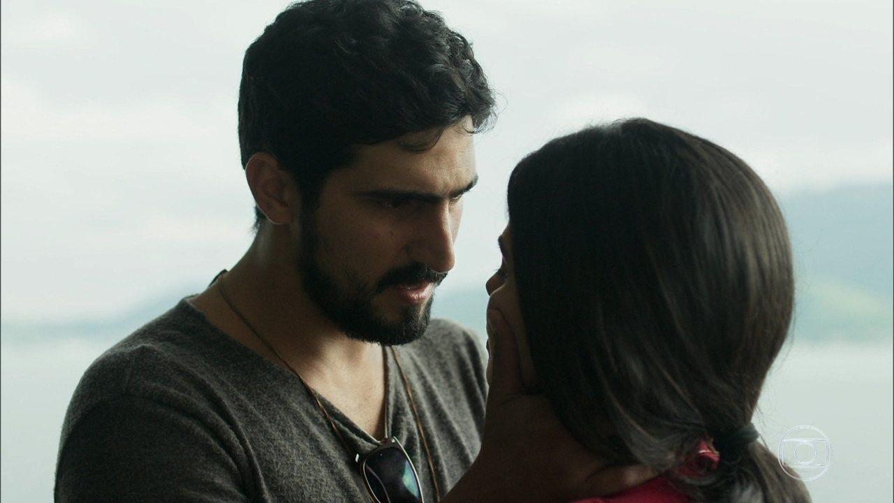 Jamil diz a Laila que deseja pedir sua mão a seus pais