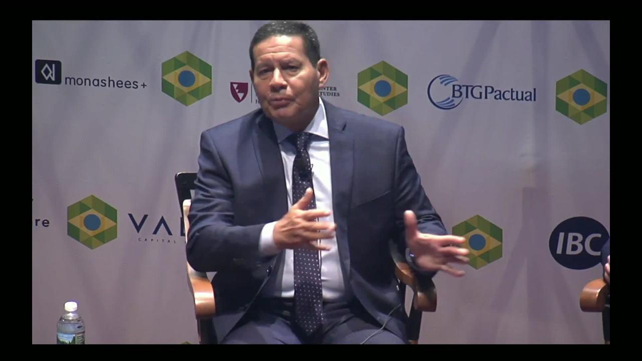 Bolsonaro fará anúncio sobre MEC amanhã, diz Mourão